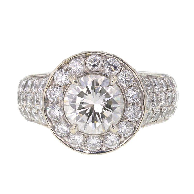 Hyperfocus sobre la imagen de un anillo para ver todos los detalles
